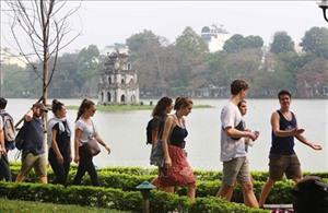 COVID-19 : Hanoï assure la sécurité et soutient les touristes