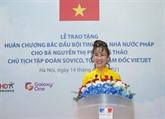 La Légion d'honneur remise à une femme d'affaires vietnamienne