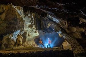 À la découverte de la nature immaculée dans le royaume des grottes de Quang Binh