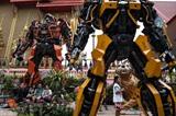 Des statues de Transformers devant le temple Wat Tha Kien, à une heure de Bangkok (Thaïlande), le 18 juin 2017. Photo : AFP/VNA/CVN