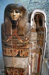 Le sarcophage de Nehemsimontou est exposé au musée de Grenoble le 23 octobre 2018. Photo: AFP/VNA/CVN