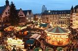 Photo prise le 26 novembre montre une vue généraledu marché de Noël de Francfort, qui s'est ouvert en Allemagne. Photo: Xinhua/VNA/CVN