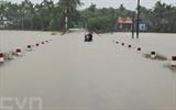 Les crues survenues au Centre à cause des pluies torrentielles ont fait deux morts dans la province de Quang Tri. Trois autres personnes à Quang Nam, Quang Ngai et Thua Thiên-Huê ont été portées disparues. Une personne à Quang Tri a été blessée. Photo: Hô Câu/VNA/CVN