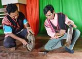Les Xê Dang, une ethnie minoritaire sur les hauts plateaux du Centre, s'intéressent beaucoup à la conservation de leurs traits culturels distingués, dont les gongs. Photo : Tuân Anh/VNA/CVN