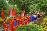 <br /> Le festival de Hoa Lu a lieu du 24 avril au 26 avril (9<sup>e</sup> au 11<sup>e</sup> jour du 3<sup>e</sup> mois lunaire)&nbsp; dans la province de Ninh Binh (Nord). Photo: Minh Duc/VNA/CVN