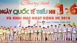 Une remise des bourses d'études à des enfants pauvres a eu lieu le 31 mai&nbsp;dans la province de Dak Lak (hauts plateaux du Centre), à l'occasion de la Journée internationale de l'enfance (1<sup>er</sup> juin).<br /> Photo: Tuân Anh/VNA/CVN