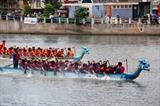 Le tournoi national de barques traditionnelles 2018 a été lancé dimanche 10 juin dans la ville de Phan Thiêt, province centrale de Binh Thuân. Photo: Nguyên Thanh/VNA/CVN<br /> <br />