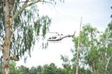 Un hélicoptère emmène des garçons à l'hôpital de la province de Chiang Rai, en Thaïlande, le 10 juillet. Les 12 garçons et leur entraîneur de football ont été sauvés d'une grotte inondée dans le Nord de la Thaïlande après 18 jours. Photo: Xinhua/VNA/CVN<br /> <br />