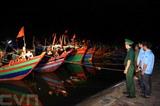 Les bateaux de pêche dans le port de Cua Sot, commune de Thach Kim, district de Lôc Hà, province de Hà Tinh, pour éviter la tempête tropicale Son Tinh le 18 juillet.<br /> Photo: Thành Dat/VNA/CVN<br />