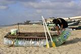 L'embarcation en bouteilles de plastique à Rafah, dans la bande de Gaza, le 14 août. Photo: AFP/VNA/CVN