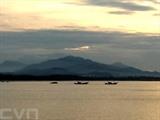 Le coucher du soleil à Sa Cân, l'un des cinq ports maritimes de la province de Quang Ngai (Centre).<br /> Photo: Phuoc Ngoc/VNA/CVN