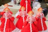 Les poupées sont fabriquées dans Biryusinka - la plus grande usine d'ornements du Nouvel An en Sibérie.<br /> Photo : Trân Hiêu/VNA/CVN