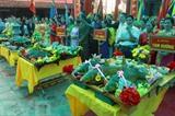 Le jeu de cuisson du poisson lors de la fête du temple des rois Trân le 18 février dans la province de Thai Binh (Nord). Photo&nbsp;: VNA/CVN<br /> <br />