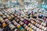Les musulmans prient à la mosquée d'Istiqlal, à Jakarta, en Indonésie lors du mois sacré du Ramadan. Photo: VNA/CVN