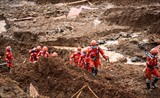 Les sauveteurs cherchent les corps de victimes dans un glissement de terrain, récemment survenu à Guizhou, en Chine. Photo: Xinhua/VNA/CVN