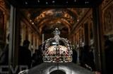 La couronne de Louis XV exposée dans la galerie d'Apollon au Louvre, le 14 janvier 2020. Photo : AFP/VNA/CVN<br />