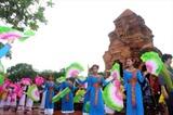 Un spectacle de danse des filles Cham lors de la fête Katê à Binh Thuân. Photo : VNA/CVN
