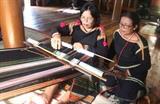 Le tissage de brocart contribue à préserver les valeurs culturelles traditionnelles des ethnies minoritaires. Photo : Hoài Thu/VNA/CVN