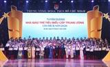 Quatre-vingt-dix-neuf jeunes enseignants ont été honorés pour leurs contributions importantes au secteur de l'éducation du pays. Photo : VNA/CVN