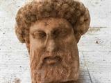 Photo transmise par le ministère grec de la Culture, le 15 novembre, de la tête du dieu Hermès découverte lors d'excavations dans le centre d'Athènes.<br /> Photo : AFP/VNA/CVN