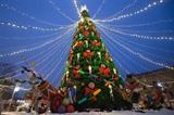 Décoration de Noël dans un marché à Saint-Pétersbourg, en Russie. Photo : Xinhua/VNA/CVN