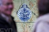 Une gourde chinoise du XVIII<sup>e</sup> siècle vendue 4,1 millions d'euros aux enchères en France. Photo : AFP/VNA/CVN