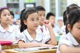 Des élèves retournent à l'école après de longues vacances en raison de l'épidémie de COVID-19. Photo : Thành Dat/VNA/CVN