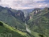La beauté majestueuse du canyon Tu San et la rivière Nho Quê en vue du dessus du col Ma Pi Leng à Hà Giang (Nord). Photo : VNA/CVN