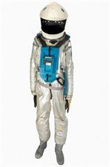 Le costume avait déjà été vendu aux enchères en 1999 et est depuis lors resté dans une pièce à température contrôlée. Photo : AFP/VNA/CVN<br />