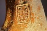 Des fragments de céramique marquée d'un sceau en hébreu, datant d'il y a 2.700 ans, à Jérusalem. Photo : AFP/VNA/CVN