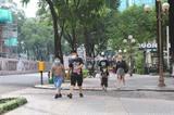 À partir du 5 août, le port du masque est obligatoire dans les lieux publics à Hô Chi Minh-Ville. Photo : VNA/CVN