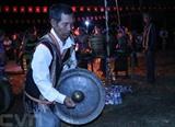 Spectacle de gongs des S'tiêng lors de la Fête du riz nouveau tenue le 14 janvier dans la province de Binh Phuoc (Sud). Photo : VNA/CVN
