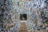 Des écologistes indonésiens ont créé un musée entièrement en plastique dans la ville de Gresik. Photo: AFP/VNA/CVN<br /> <br />
