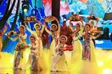 Un numéro de danse dans le programme Printemps au pays natal 2021 pour célébrer le Nouvel An lunaire, le 4 février à Hanoï. Photo : VNA/CVN