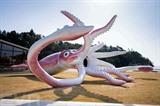 Une statue de calamar géant à Noto, au Japon, le 2 avril 2021. Photo : AFP/VNA/CVN