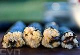 Des sushis aux cicadas grillées dans le parc de Fort Totten à Washington, le 23 mai 2021. Photo : AFP/VNA/CVN