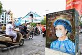 Une affiche appelant les gens à rester chez eux pour protéger leur santé et le personnel médical dans une rue de Hanoï. Photo : VNA/CVN<br /> <br />