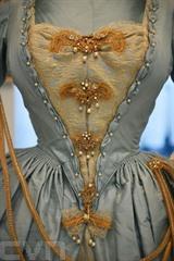 Une robe inspirée de l'époque géorgienne ayant appartenu à la princesse Margaret est exposée à Kensington Palace à Londres le 2 juin 2021. Photo : AFP/VNA/CVN