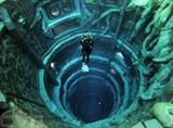 Un plongeur explore la Deep Dive Dubai, la piscine de plongée la plus profonde au monde, le 10 juillet à Dubaï. Photo : AFP/VNA/CVN<br />