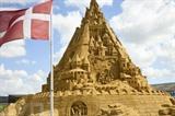 Le plus haut château de sable jamais construit au monde à Blokhus, au Danemark. Photo : AFP/VNA/CVN
