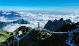Une vue aérienne du mont Fansipan, la plus haute montagne située au centre de la chaîne de montagnes Hoàng Liên Son, dans le bourg de Sa Pa, province de Lào Cai (Nord). Photo : VNA/CVN